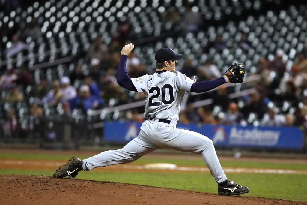 baseball-player-pitcher-ball-163487